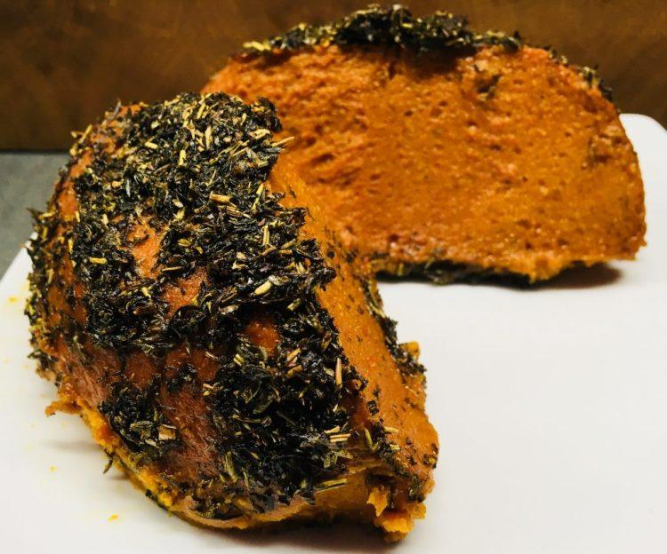 Veganer Cheddar Käse aus Süßkartoffel, Paprika und Haferflocken