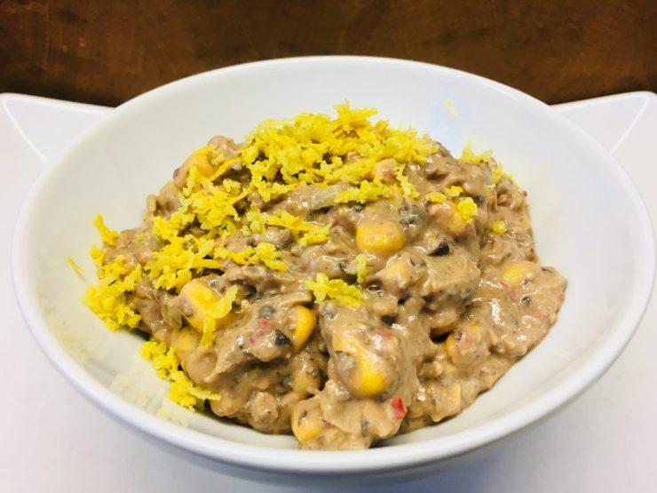 Schwarze Bohnen Hummus Dip mit Chili und Mais