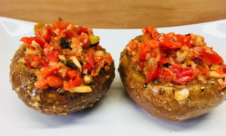 Gefüllte Knoblauch Balsamico Portobello Pilze mit Caponata
