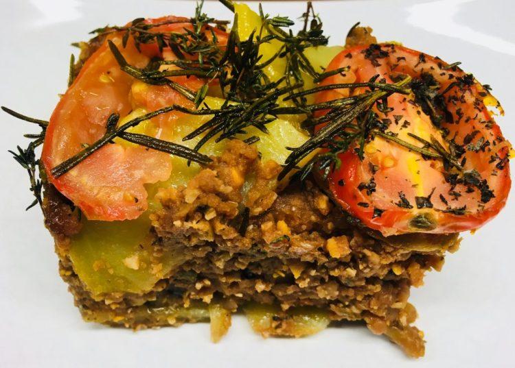 Vegan Moussaka: Auberginen Kartoffel Auflauf mit Linsen und Walnüssen