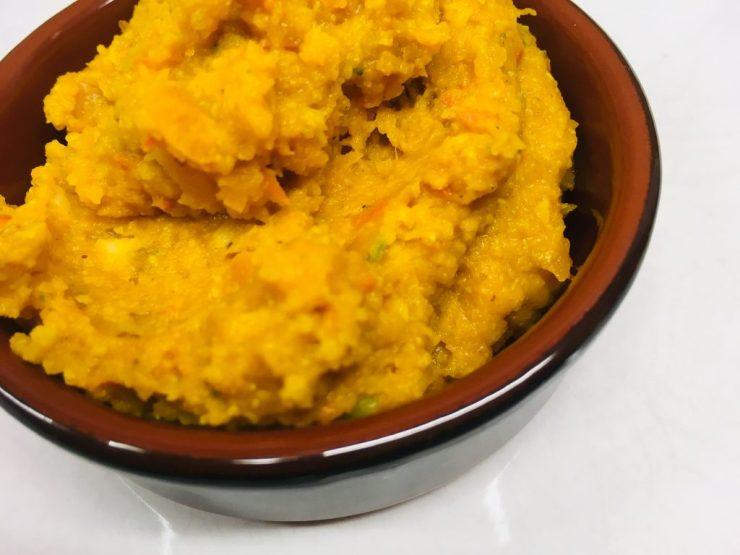 Kürbis Pesto mit Datteln, Haselnüssen und Orangen