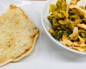 Wirsing Curry mit Rosinen, Nüssen und Kokosroti