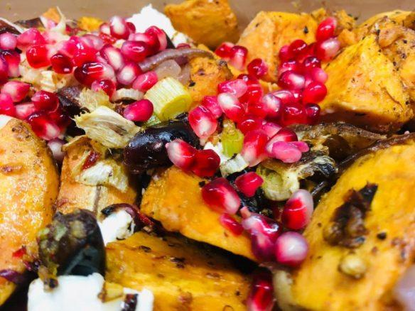 Gebackene Süßkartoffeln mit frischen Feigen und Ziegenkäse