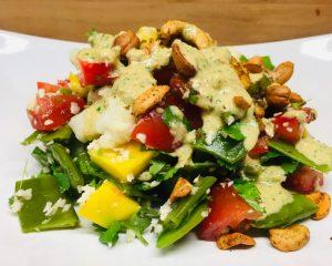 Blumenkohl Salat mit Mango, Kokos und Cashew Dressing