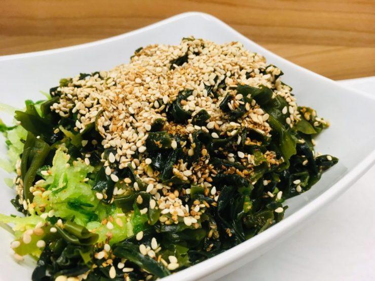 Gurken Wakame Salat mit Gomasio