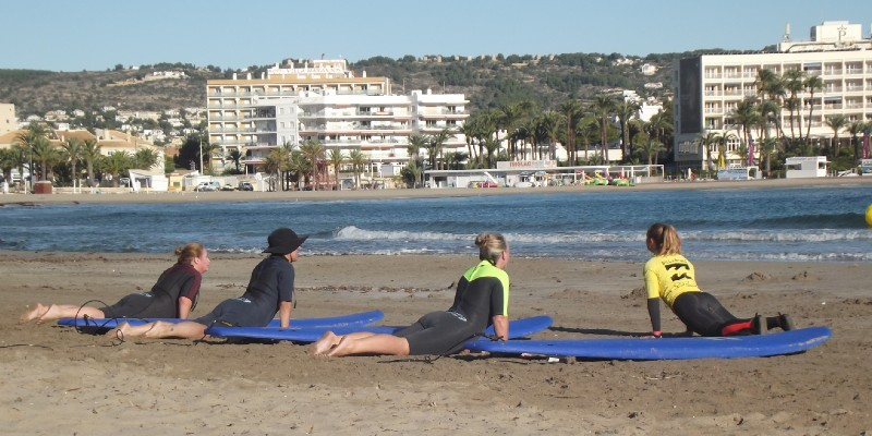 Clases de surf para grupos, actividades deportivas para adultos, surf para adultos