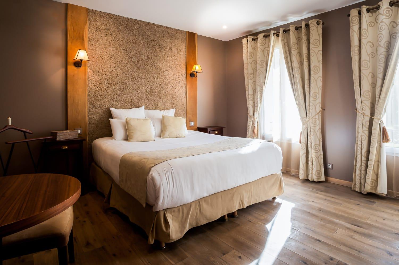 Le Clos Des Vignes • Chambre Hotel Avec Jacuzzi • Chambre