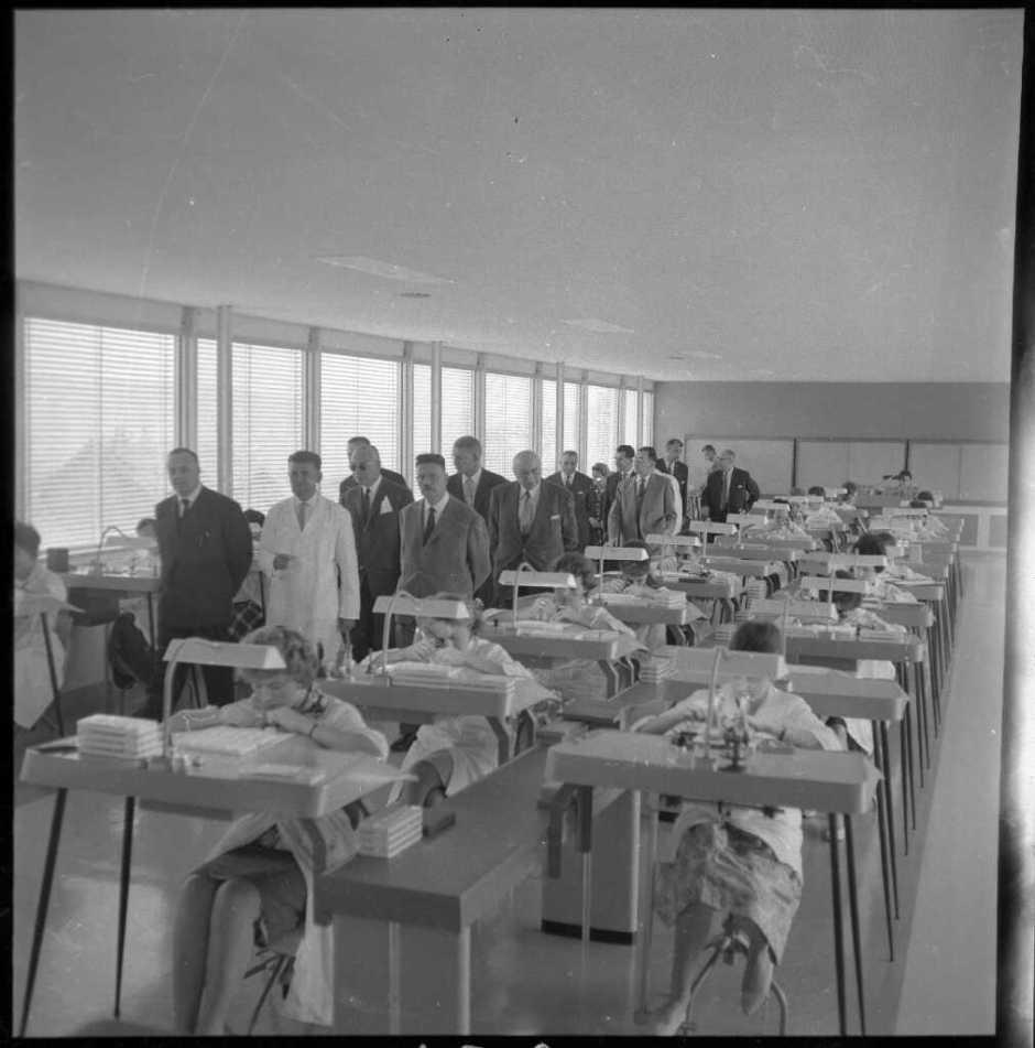 Usine YEMA Etablis en polyester Bernard Faille- l'Est Républicain. N°234 Septembre 1961