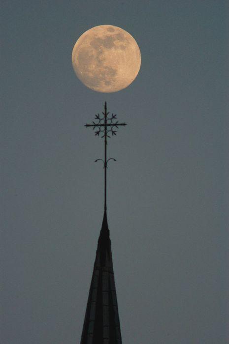 La Lune Comme Un Point Sur Un I : comme, point, Comme, Point, Poésie