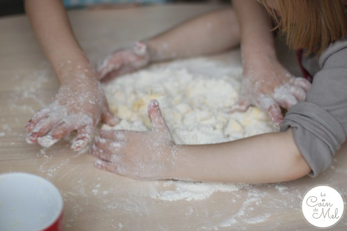 Easy Mince Pices for Children to Make - Enjoying getting Messy