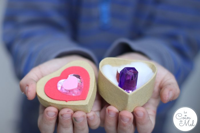 Valentine's Day - 10 Minute Crafts - Making a Ring and Box