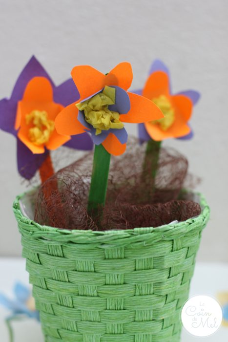 Quick & Easy Spring Crafts - Bunch of Paper Daffodils