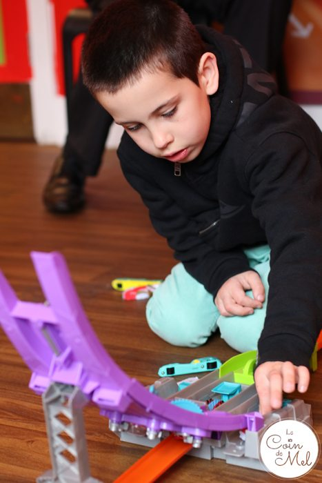 Fast Cars, Yummy Cupcakes & Two Happy Kids - Problem Solving with Hot Wheels