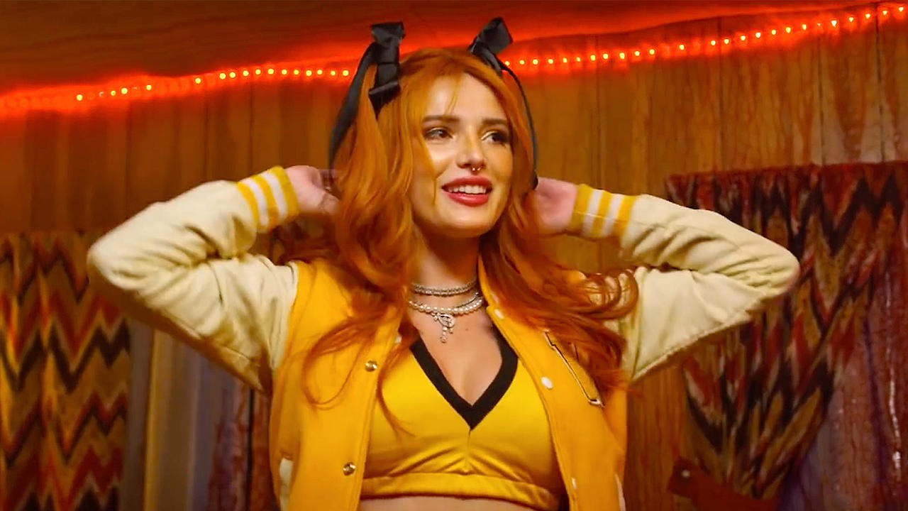 Bella Thorne dans The Babysitter Netflix