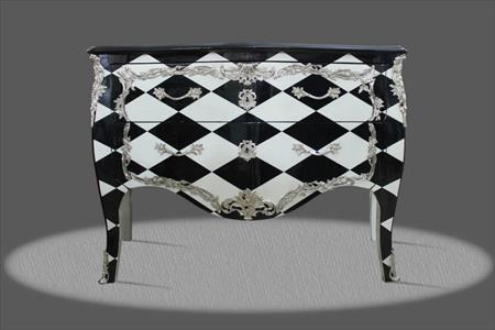 mobilier baroque aux clous d argent
