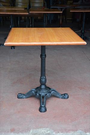 5 tables pied fonte plateau bois