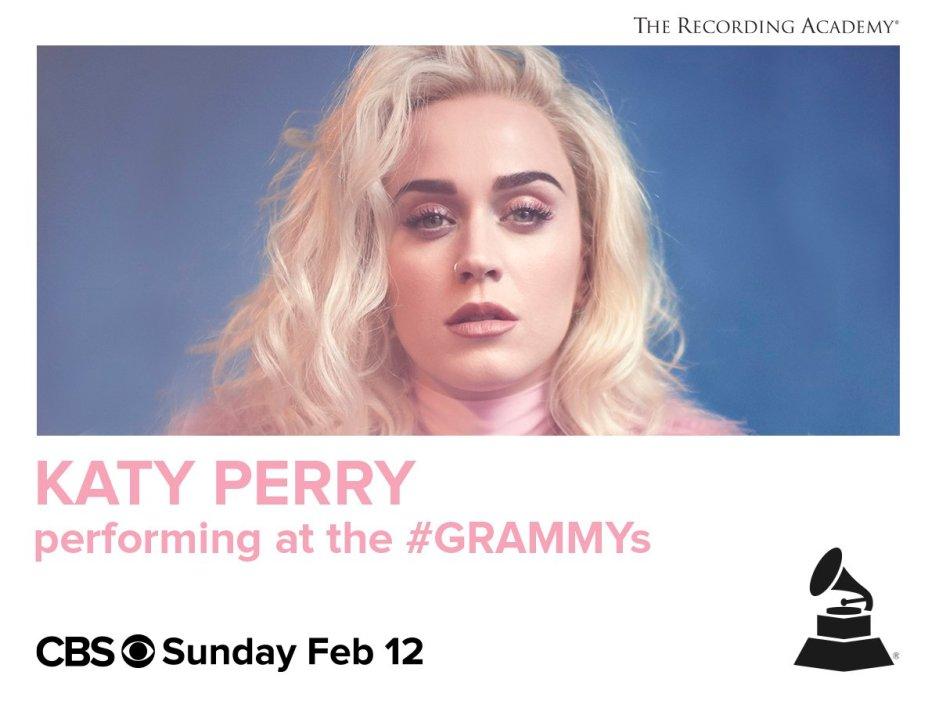 Katy Perry change de couleur de cheveux et devient une blonde platine, lecoloriste