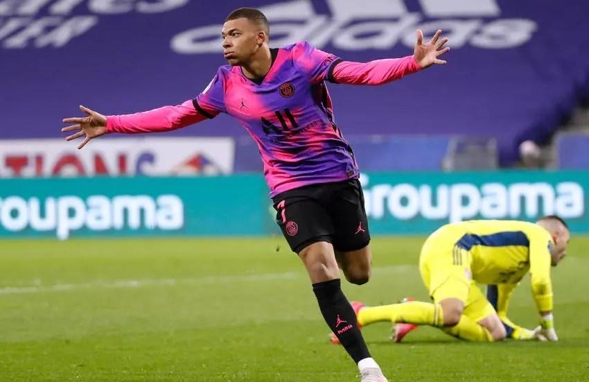 Football: le PSG corrige Lyon et prend la tête de la Ligue 1