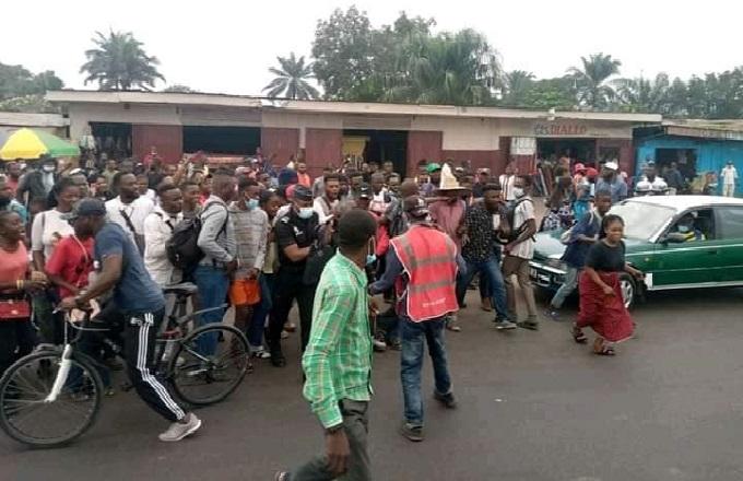 Brazzaville: un policier voleur conduit au PSP par les populations