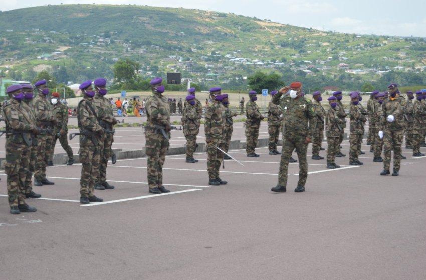 Une famille fatiguée du colonel Oko de la G R qui fait la main noire à toutes ses propres nièces