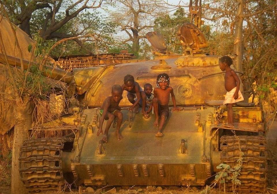 """""""Effetto serra effetto guerra"""": l'umanità che si autodistrugge"""