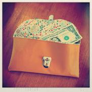 porte-documents en cuir (decocuir), tissus liberty (tissus en liberté); attache cartable (ma petite mercerie)