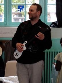Yvon à la guitare