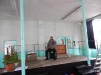Gilles et sa grande cabine téléphonique