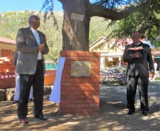 His Majesty King Letsie III unveils the commemorative plaque