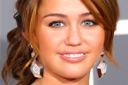 Miley Cyrus zambind la decernare de premii