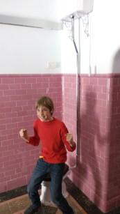 Helio en el baño de John Lennon