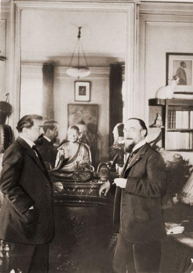 Eric Satie junto a Debussy. Fotografía tomada por Stravinsky