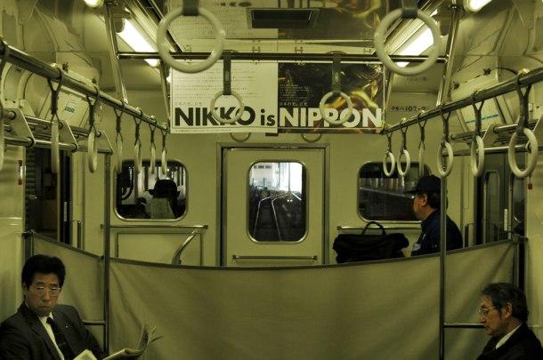 """Tren camino a las montañas de Nikko. El enclave donde se forjó la denominación """"El imperio del sol naciente"""". Japón. Nacho Goberna © 2004"""
