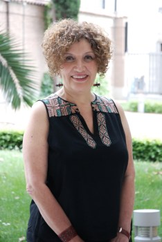 Myriam Moscona, sueños al ritmo de una lengua lejana