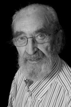 Ángel González: Para parar las aguas del olvido