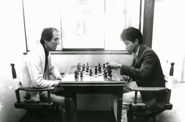 Casa de malecón Sousa 108, departamento 602, Barranco, julio de 1992. Ribeyro con Jorge Coaguila. Foto: Miguel Carrillo