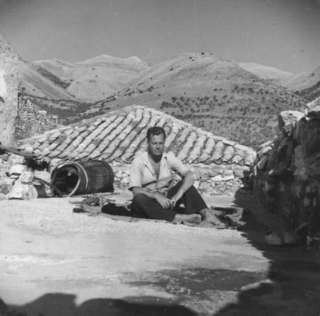 Patrick Leigh Fermor en Pholomochori, un pueblo en la península de Mani, sur del Peloponeso, Grecia.