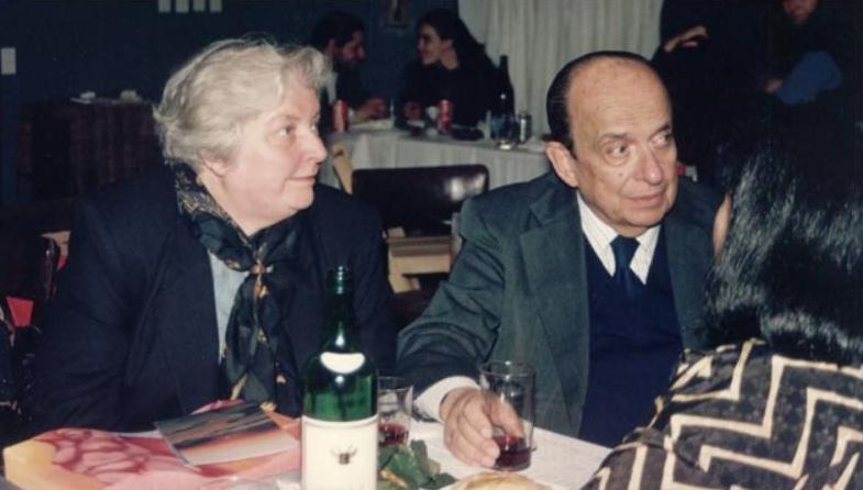 Foto: Laura Cerratos y Roberto Juarroz.
