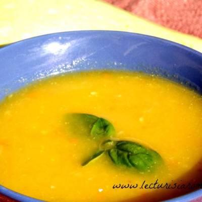 Supa cu dovlecel si turmeric
