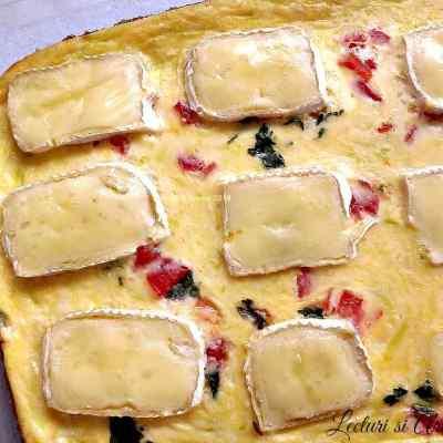 Omleta la cuptor cu dovlecei si branza Brie