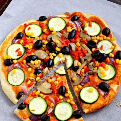 Pizza de post cu legume cât mai multe