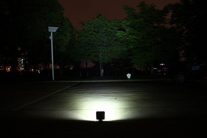 48w作業灯 屋外点灯写真