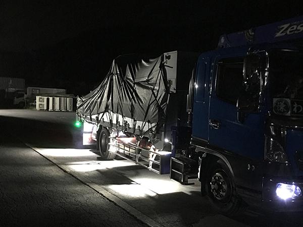 クレーン付きトラック 作業灯設置写真