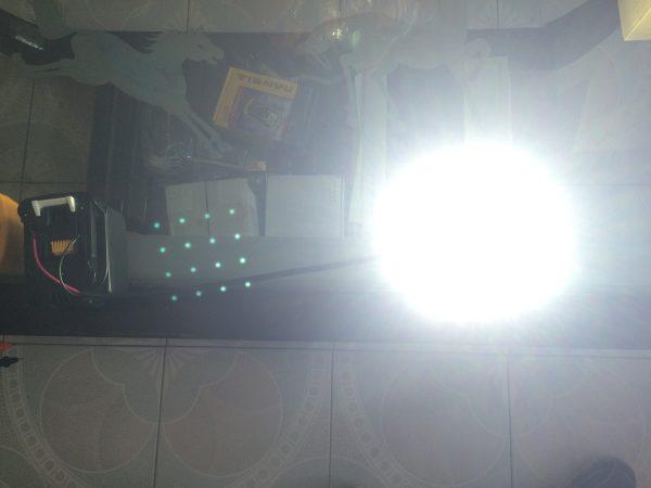 マキタバッテリー・作業灯点灯の様子