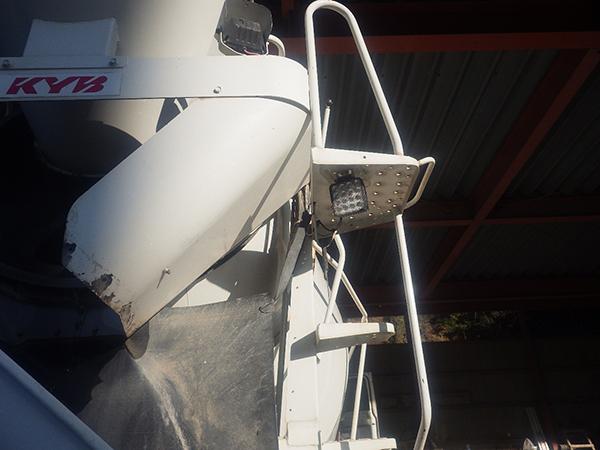 ミキサー車 LED作業灯設置写真