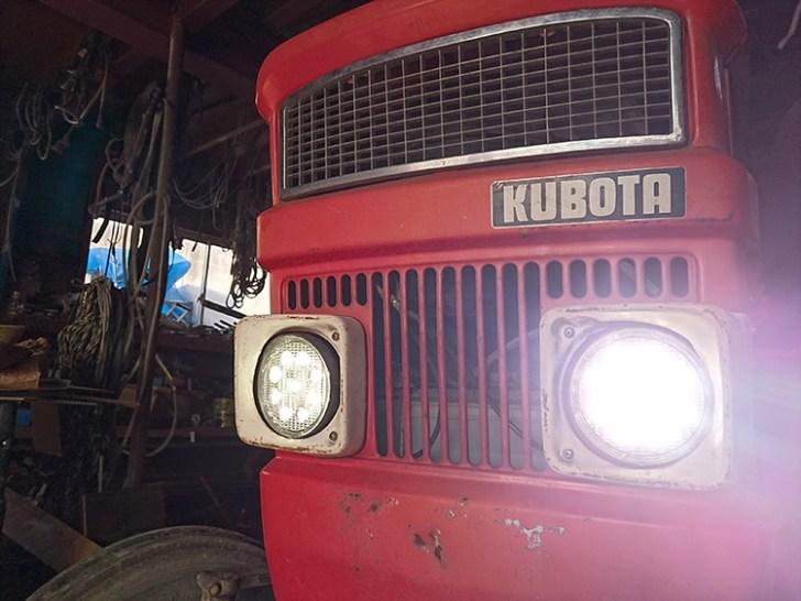 トラクターヘッドライト・点灯写真