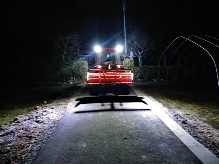 トラクター作業灯・夜間点灯時の様子
