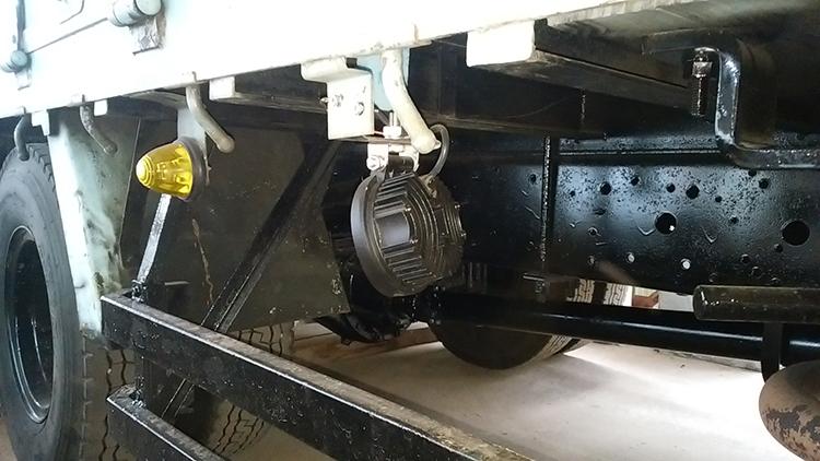 トラックタイヤ灯・27w作業灯使用事例