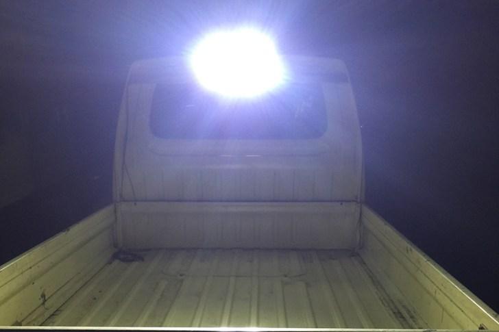 作業灯・荷台全体の照射写真