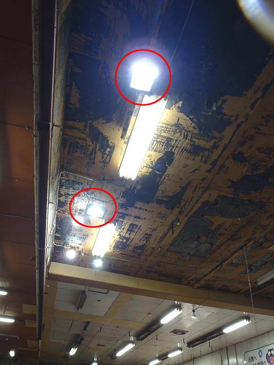 投光器led 天井設置写真